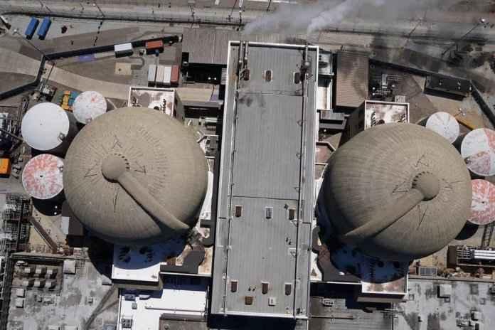 planta nuclear inspeccionada con un drone