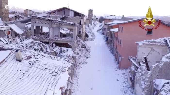 nieve sobre Amatrice, Italia