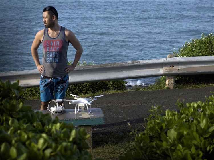drone vuela cerca del presidente Barack Obama en Hawái